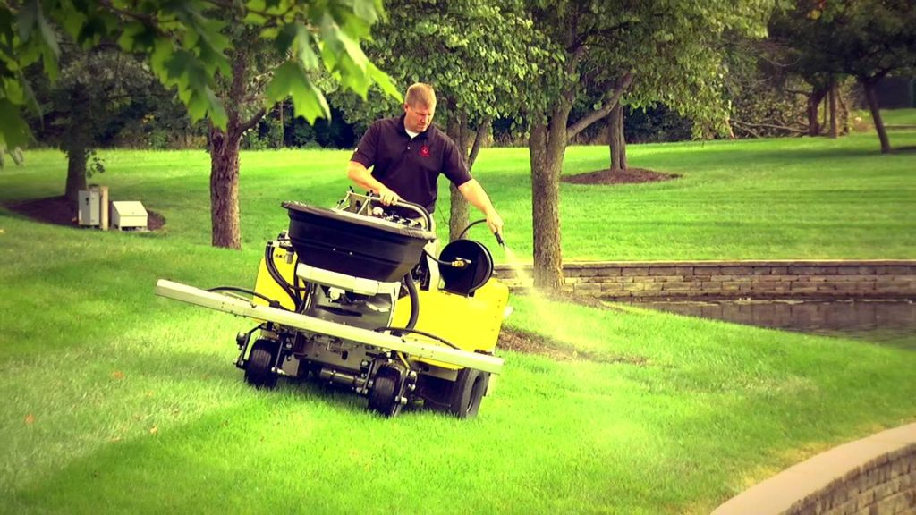 fertilizer and weed management, akron canton lawn care, fertilization, lawn treatments, lawn spraying